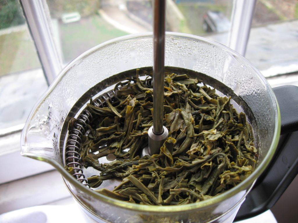 Tea leaves are preserved for more infusions.
